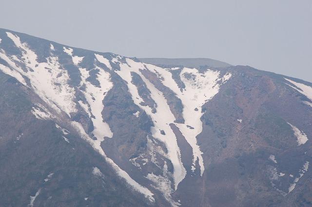 鞍掛山頂上から岩手山を望む