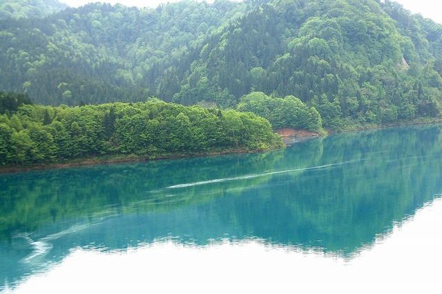 玉川ダムの青