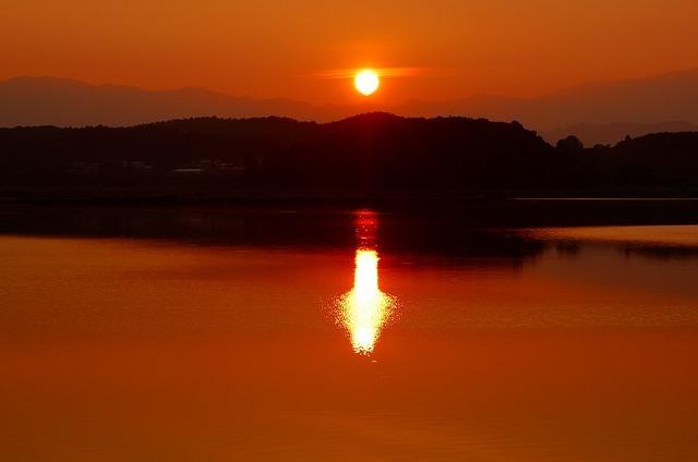御所湖の夕陽