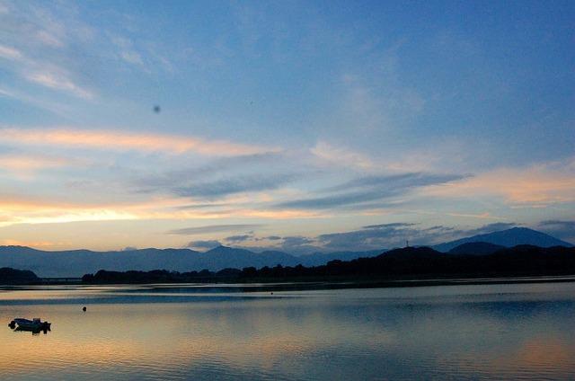 御所湖の夕陽 岩手山も見えた